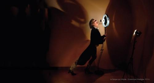 "Avec la Lampe ""le Labo"" FAS-125 - comédienne Magda Moraczewska"